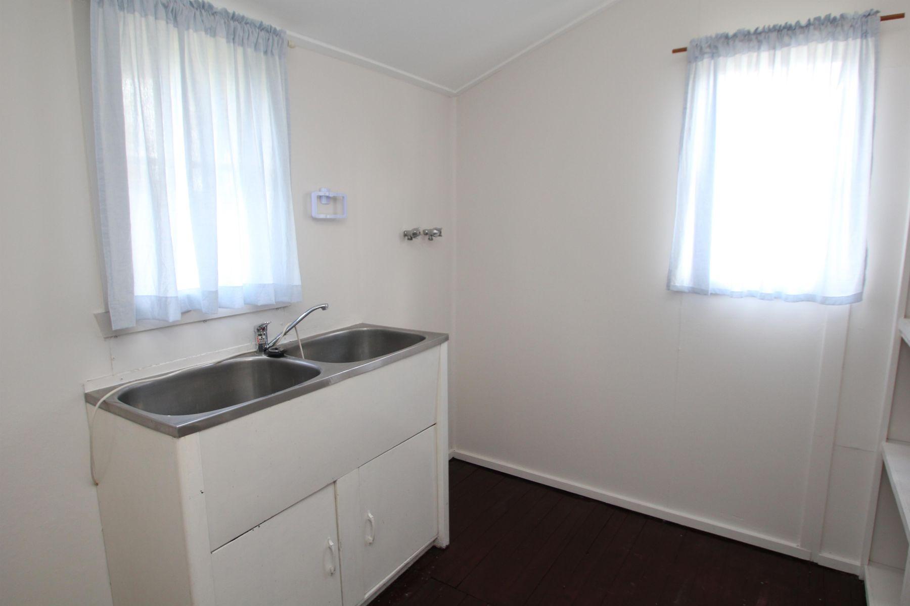 32 Border Street, Wallangarra, QLD 4383