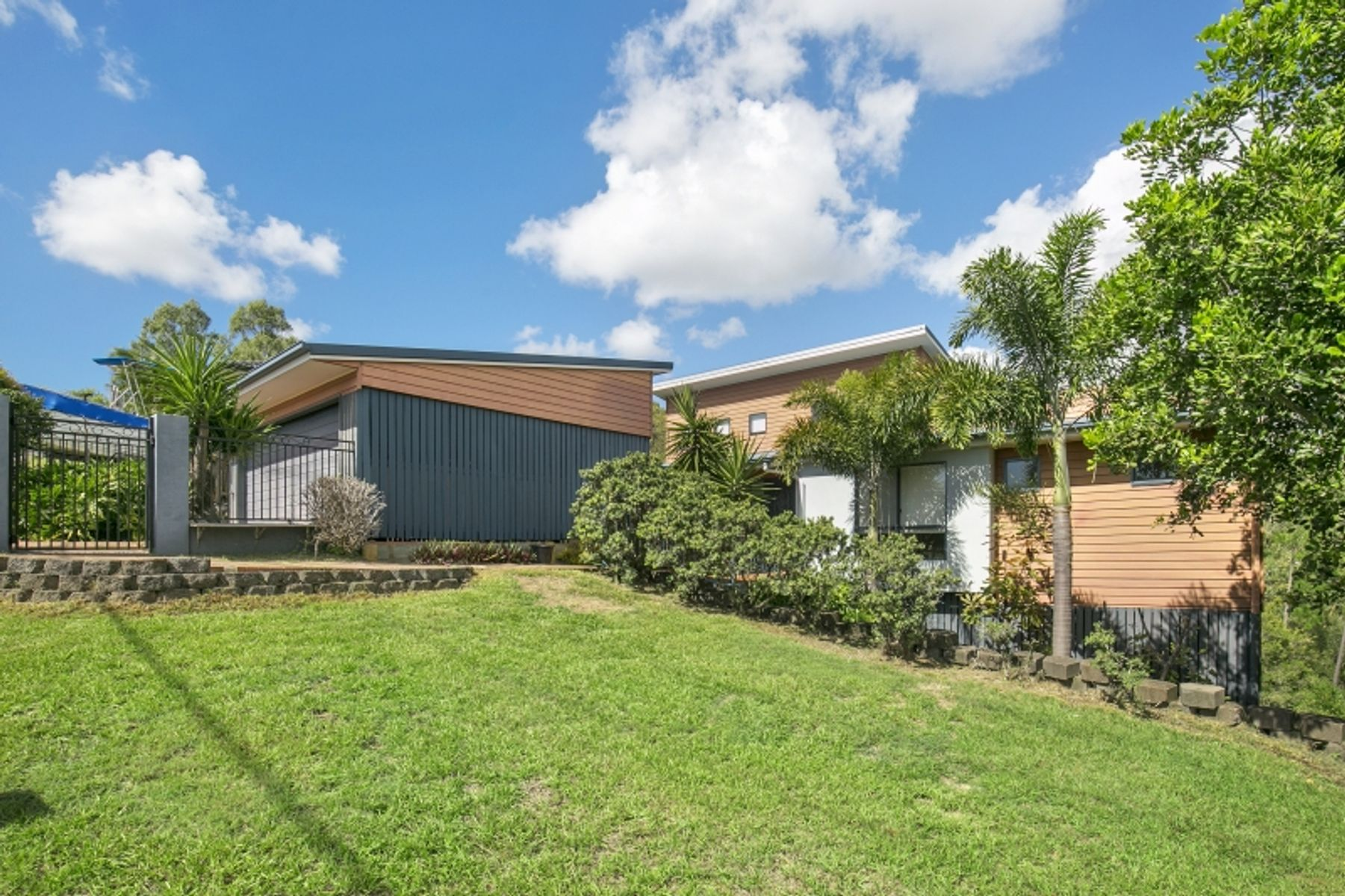 53 Manra Way, Pacific Pines, QLD 4211