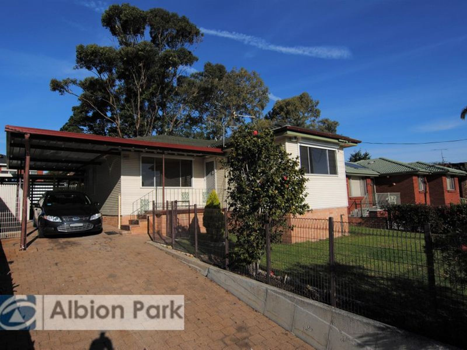 137 Lake Entrance Road, Barrack Heights, NSW 2528