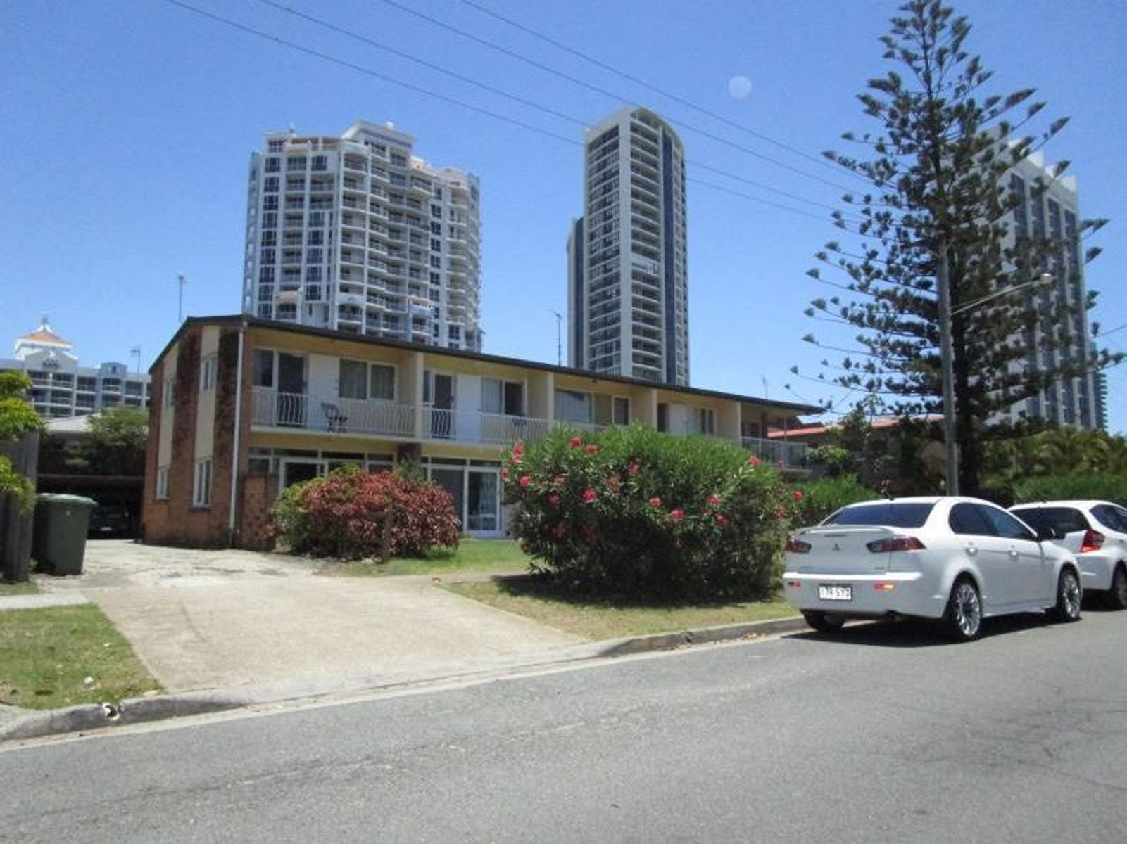 1/8 Mary Avenue, Broadbeach, QLD 4218