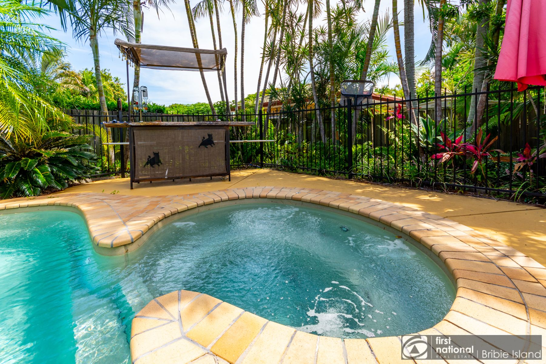 11 Mackerel Street, Sandstone Point, QLD 4511