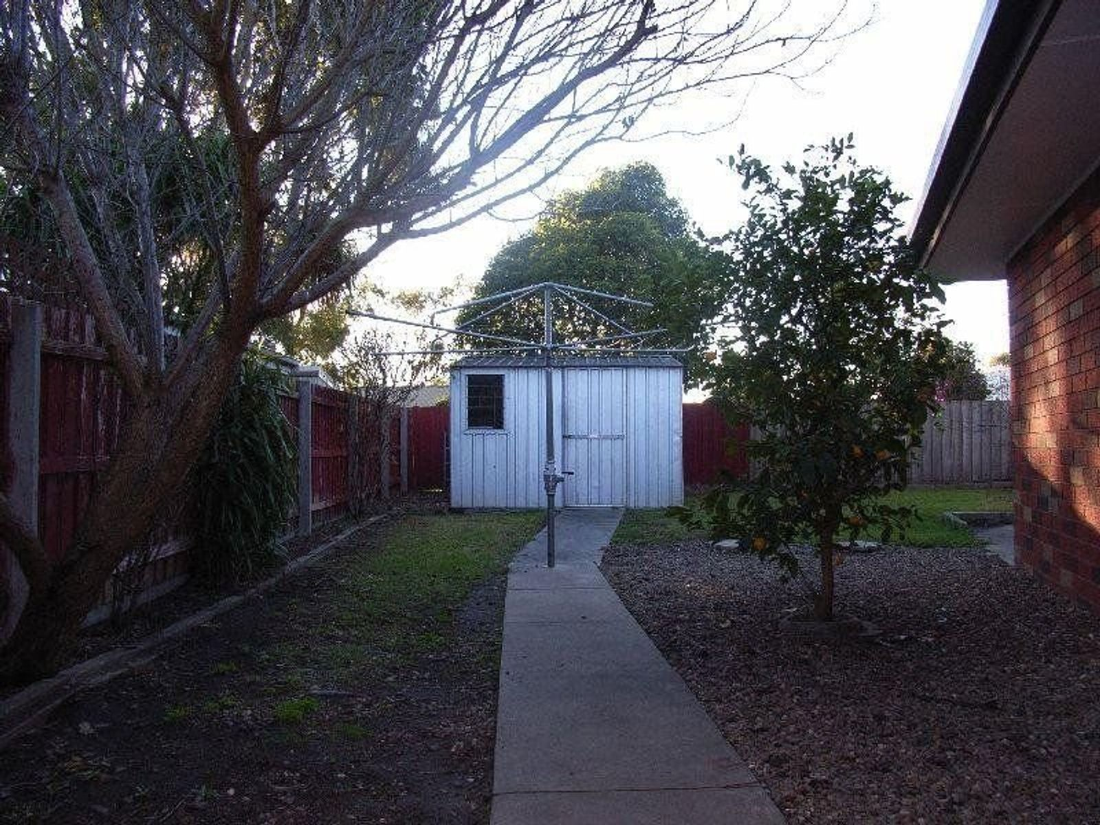 4 Lindsay Court, Wy Yung, VIC 3875