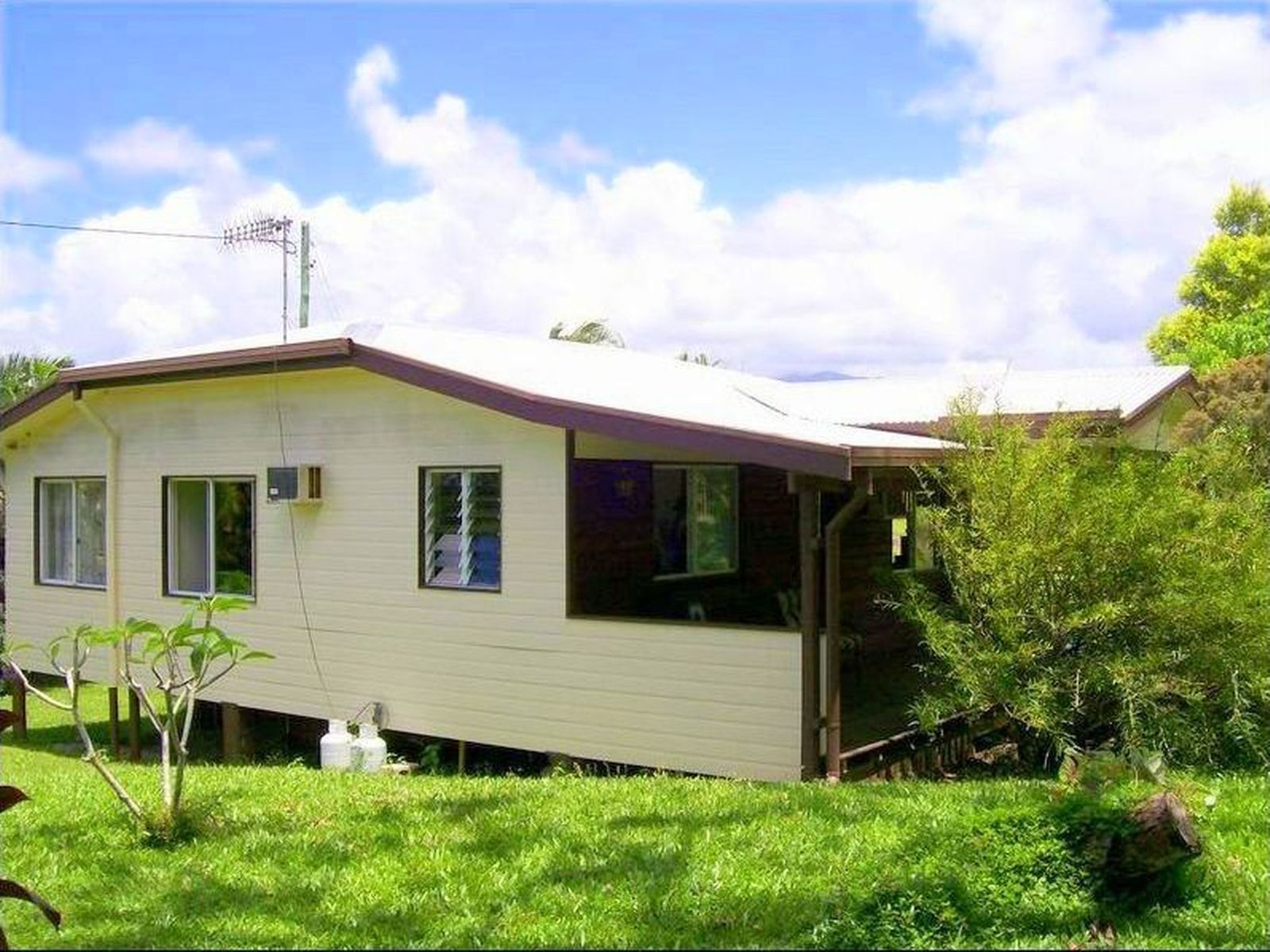 12 McRobbie Road, Silkwood, QLD 4856