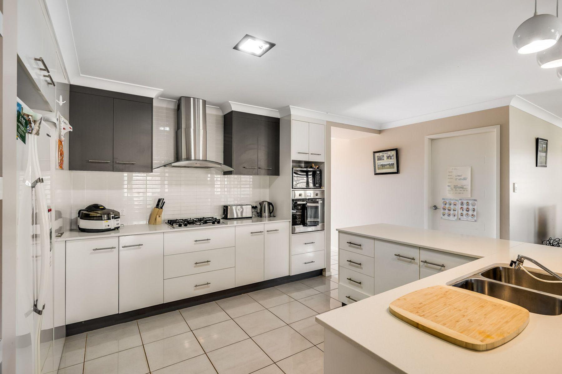 12 Graves Drive, Kearneys Spring, QLD 4350
