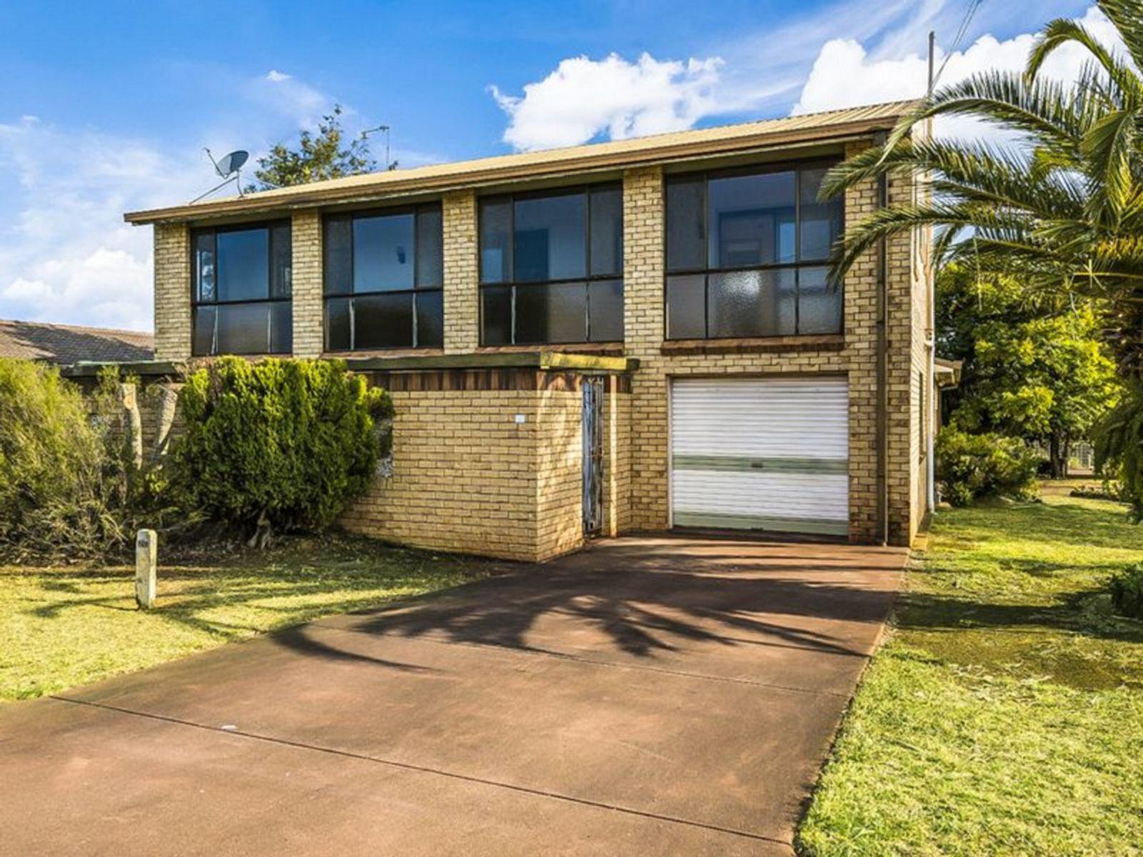 1/2 Aruma Street, Wilsonton Heights, QLD 4350