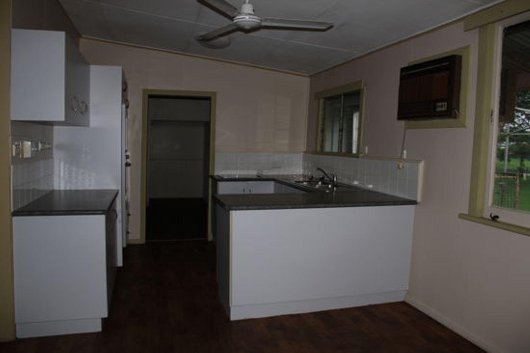 8 Penda Street, Goondi Bend, QLD 4860