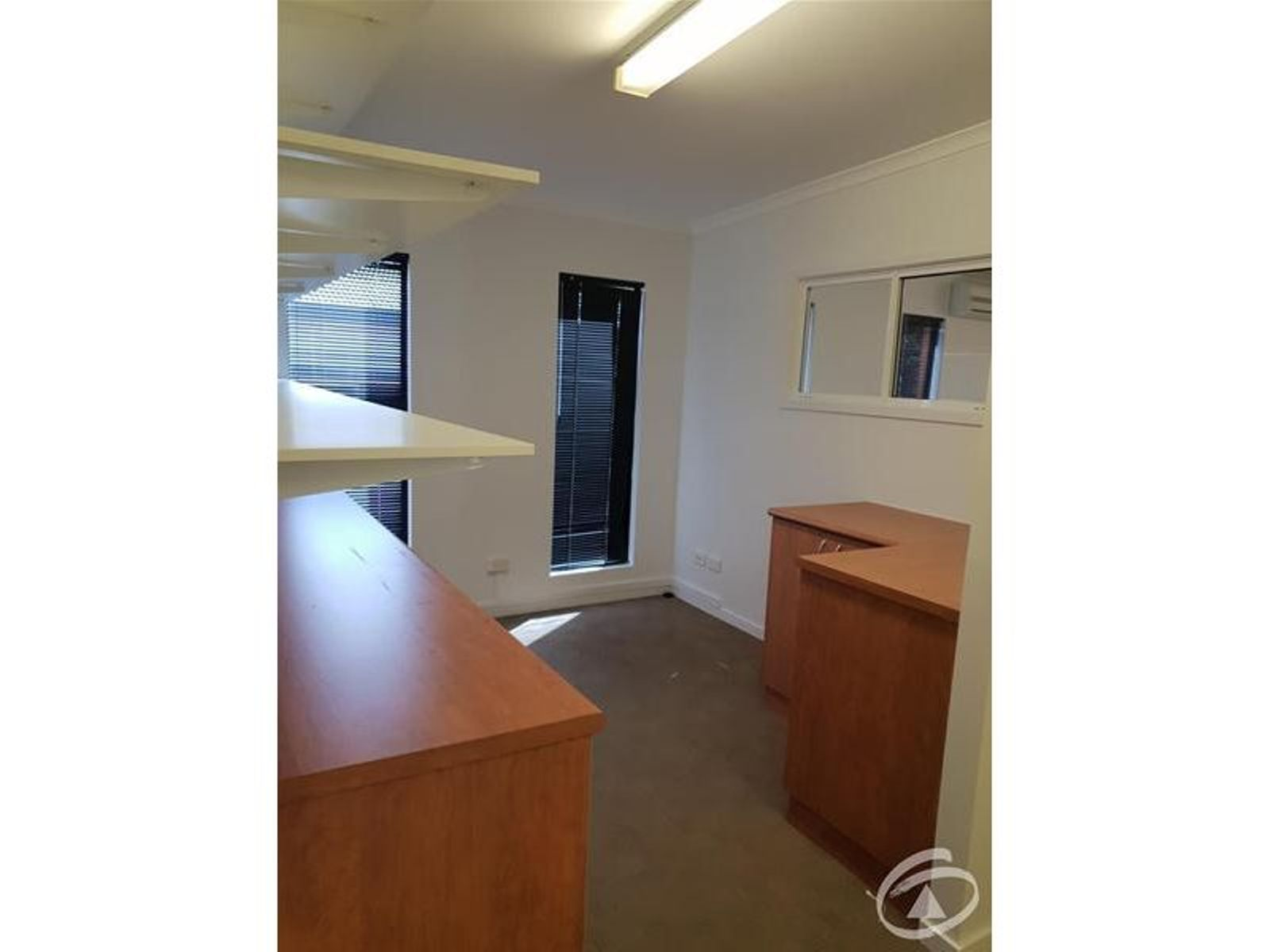 Upstairs/37-39 Moffat Street, Cairns North, QLD 4870