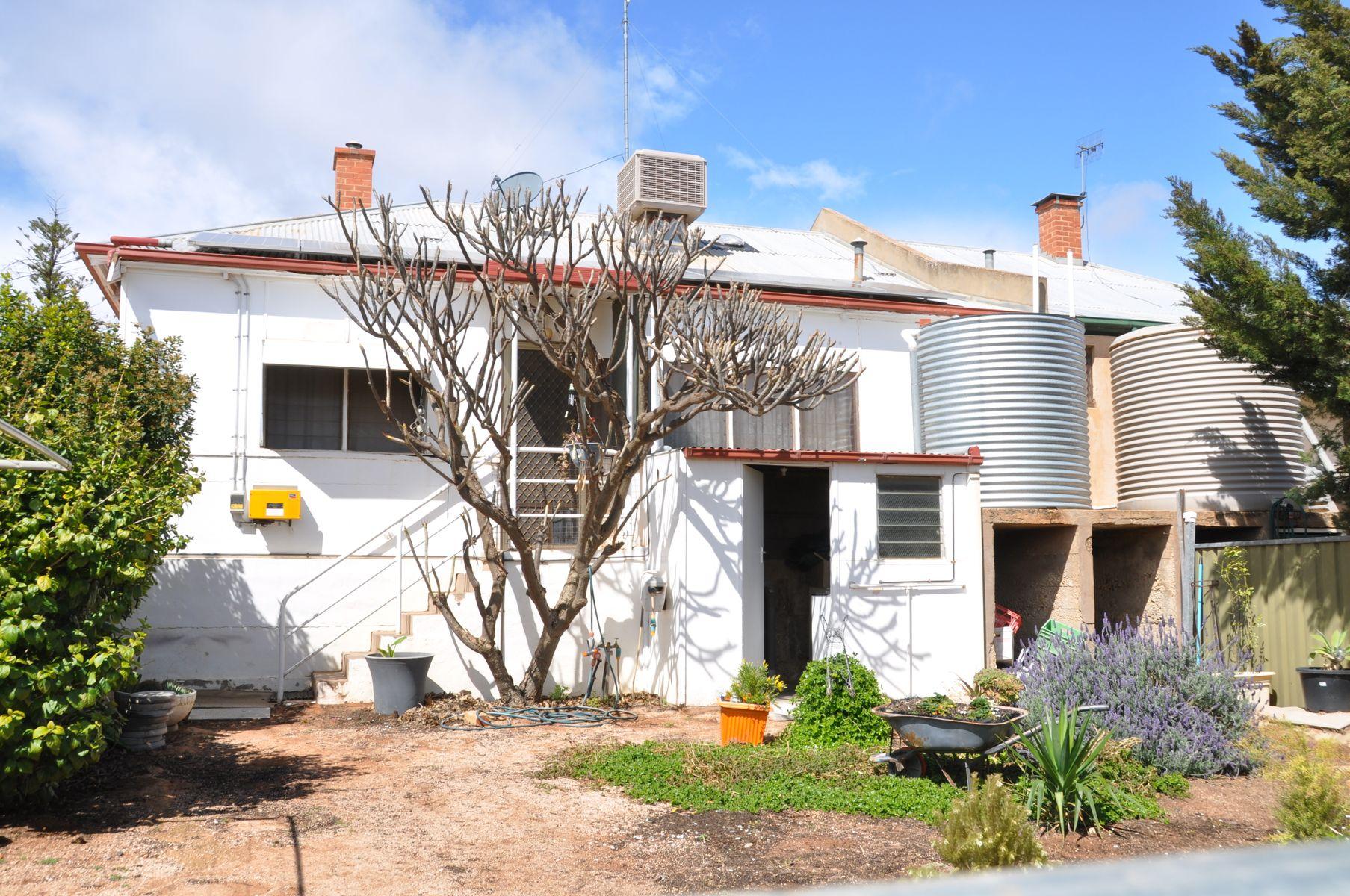 18 Lawrie Terrace, Waikerie, SA 5330