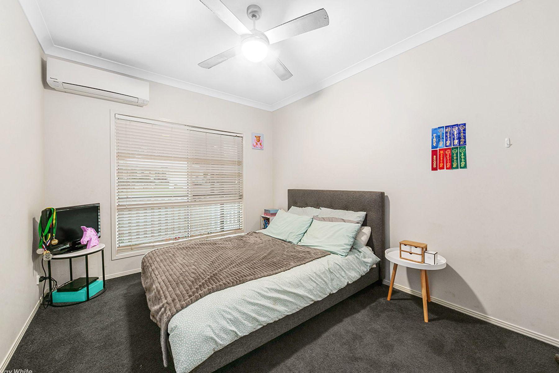 2 Josette Place, Pine Mountain, QLD 4306