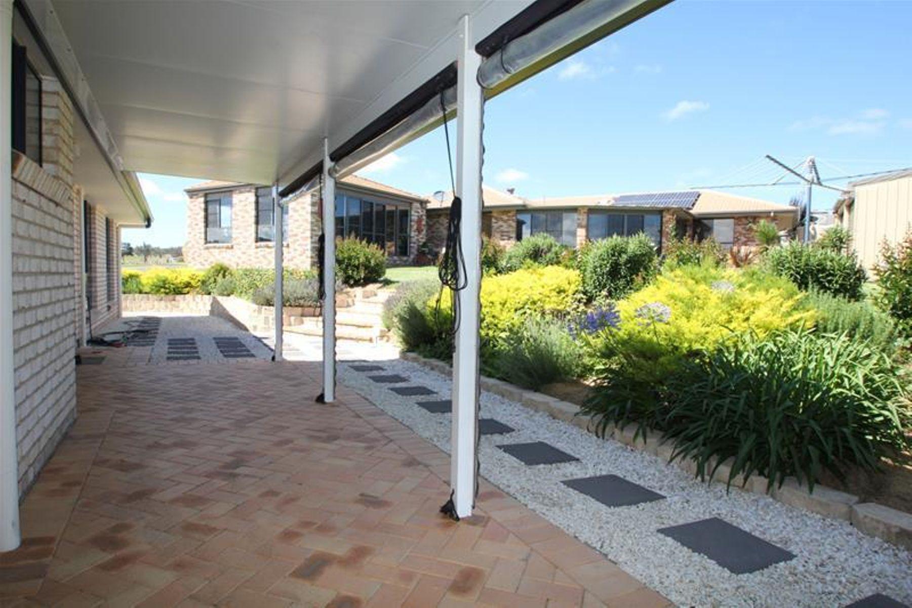22 Parkes Drive, Tenterfield, NSW 2372