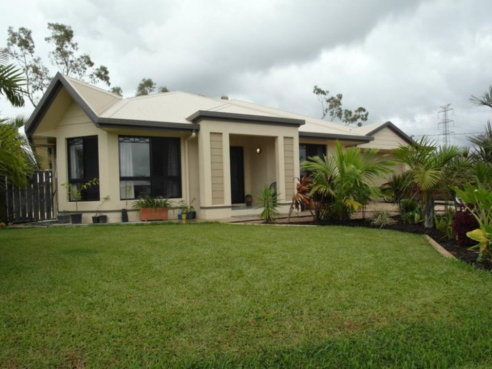 2 Quarterhorse Court, Kelso, QLD 4815