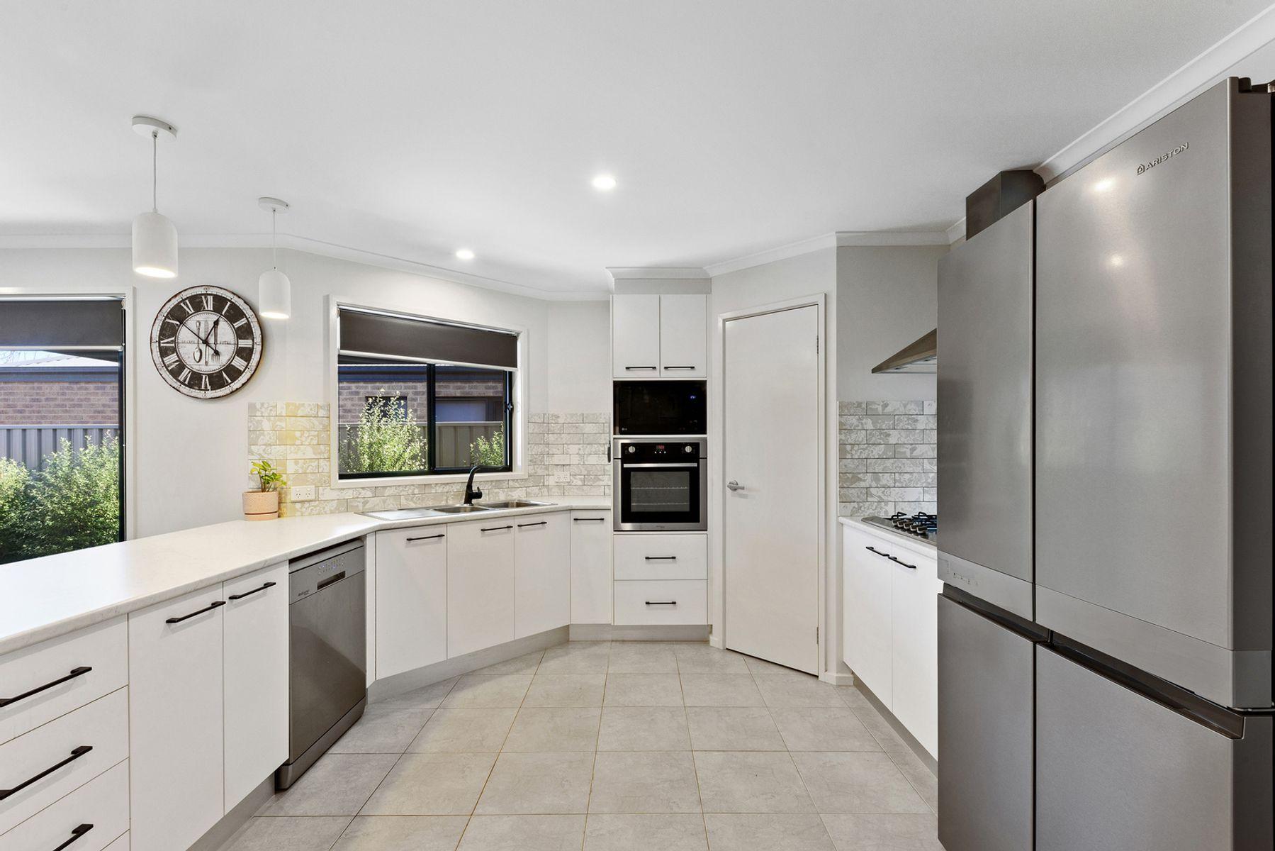 18 Carrington Close, White Hills, VIC 3550