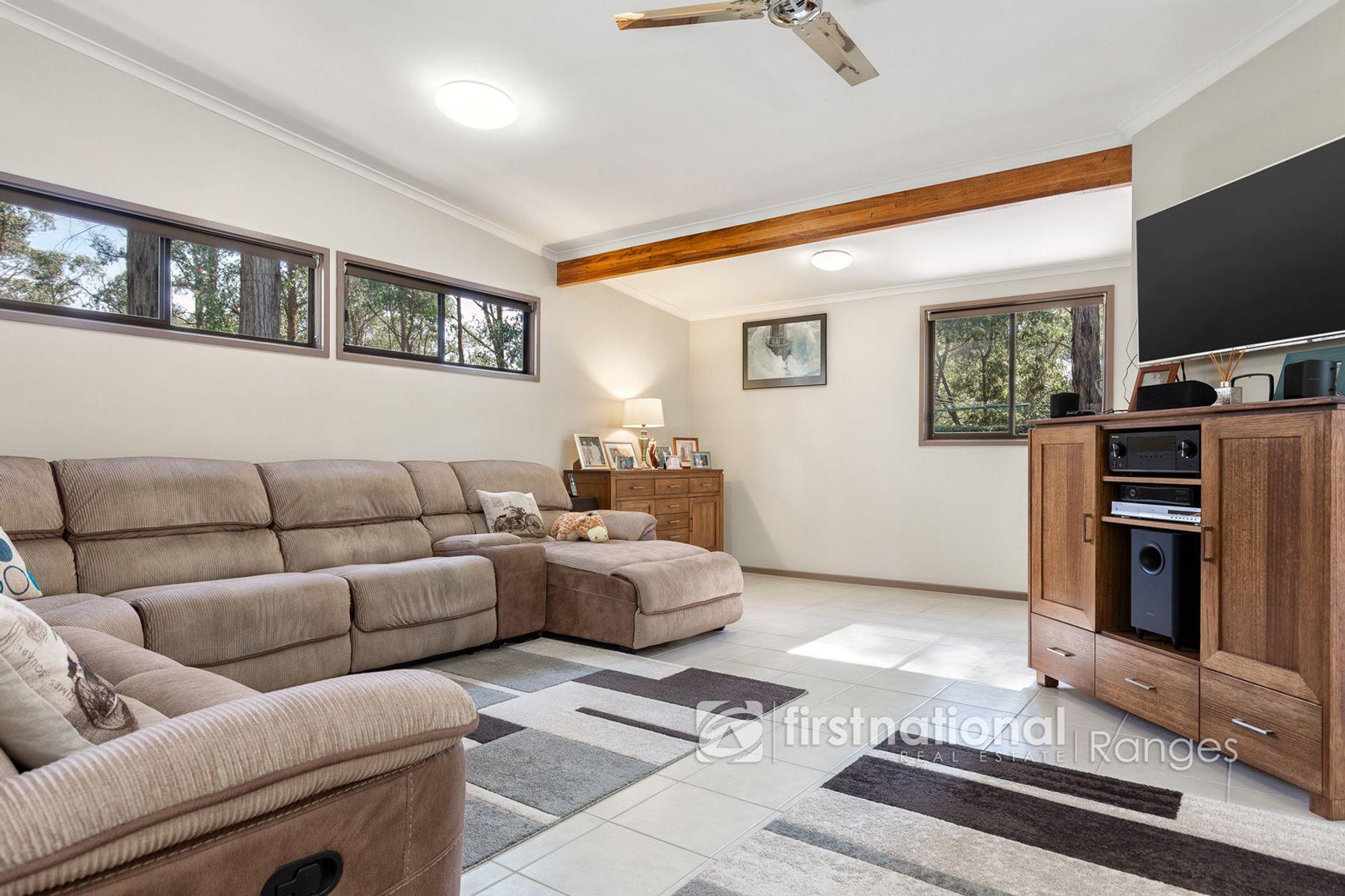 28 Mountain Road, Cockatoo, VIC 3781
