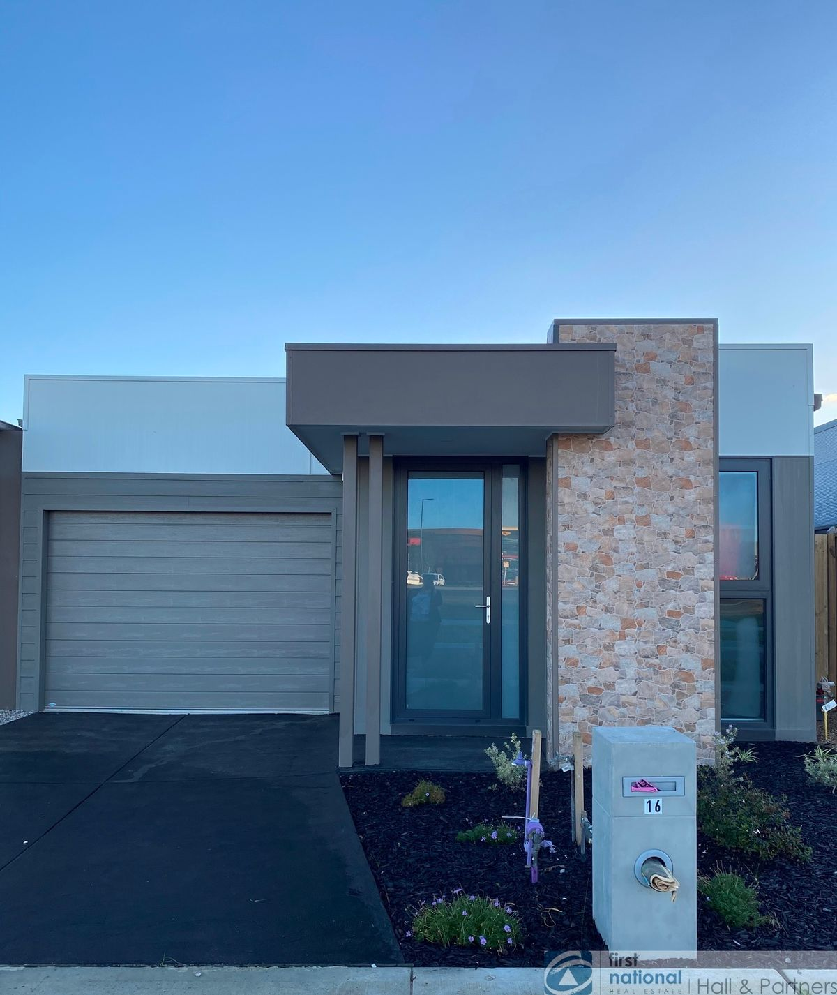 16 Rooney Road, Clyde North, VIC 3978
