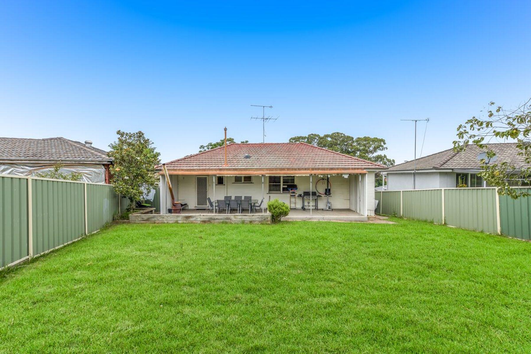 9A Hawkey Crescent, Camden, NSW 2570