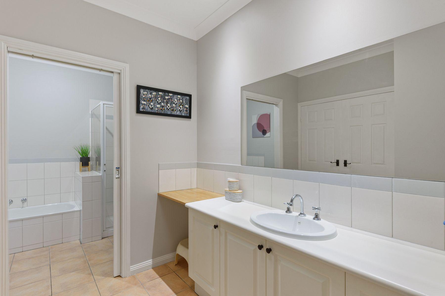 2 Regency Place, Kennington, VIC 3550