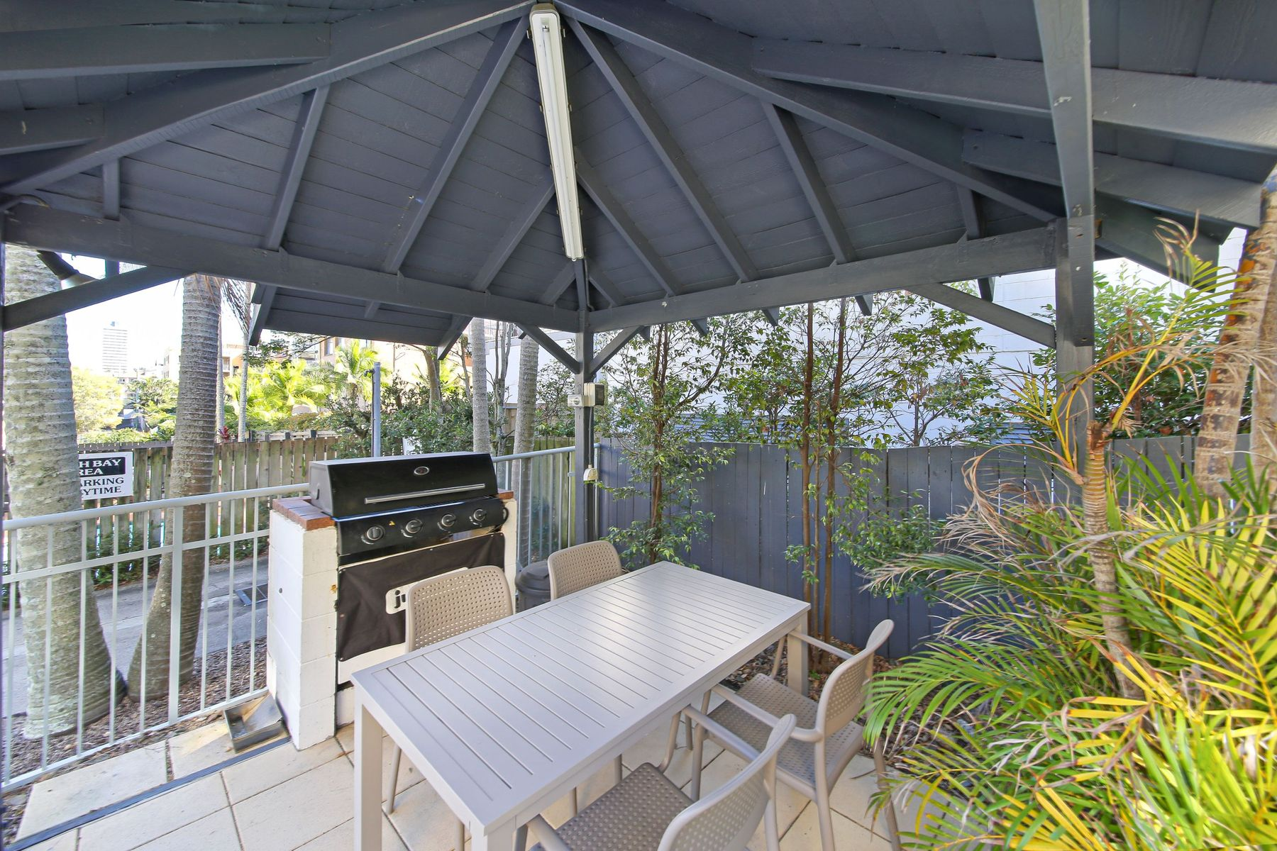 2/33 Burgess Street, Kings Beach, QLD 4551