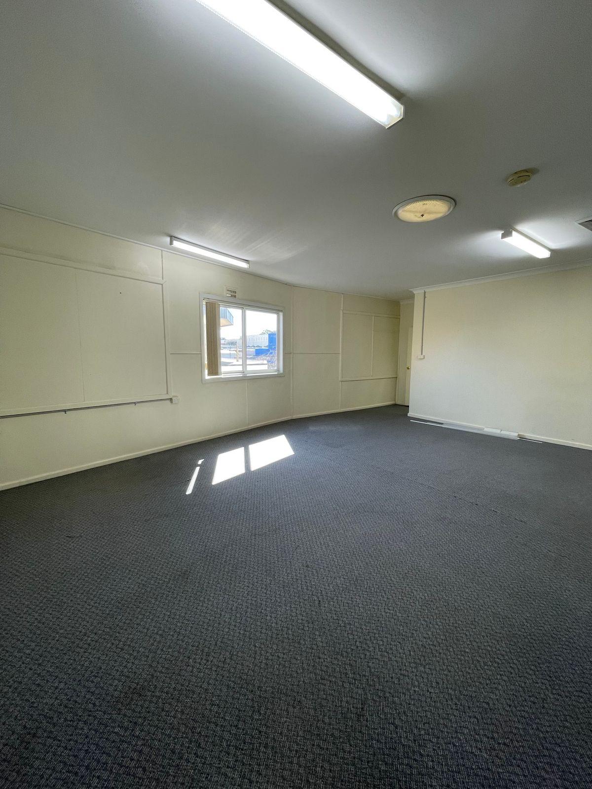 Suite 4/10-16 Pulteney Street, Taree, NSW 2430