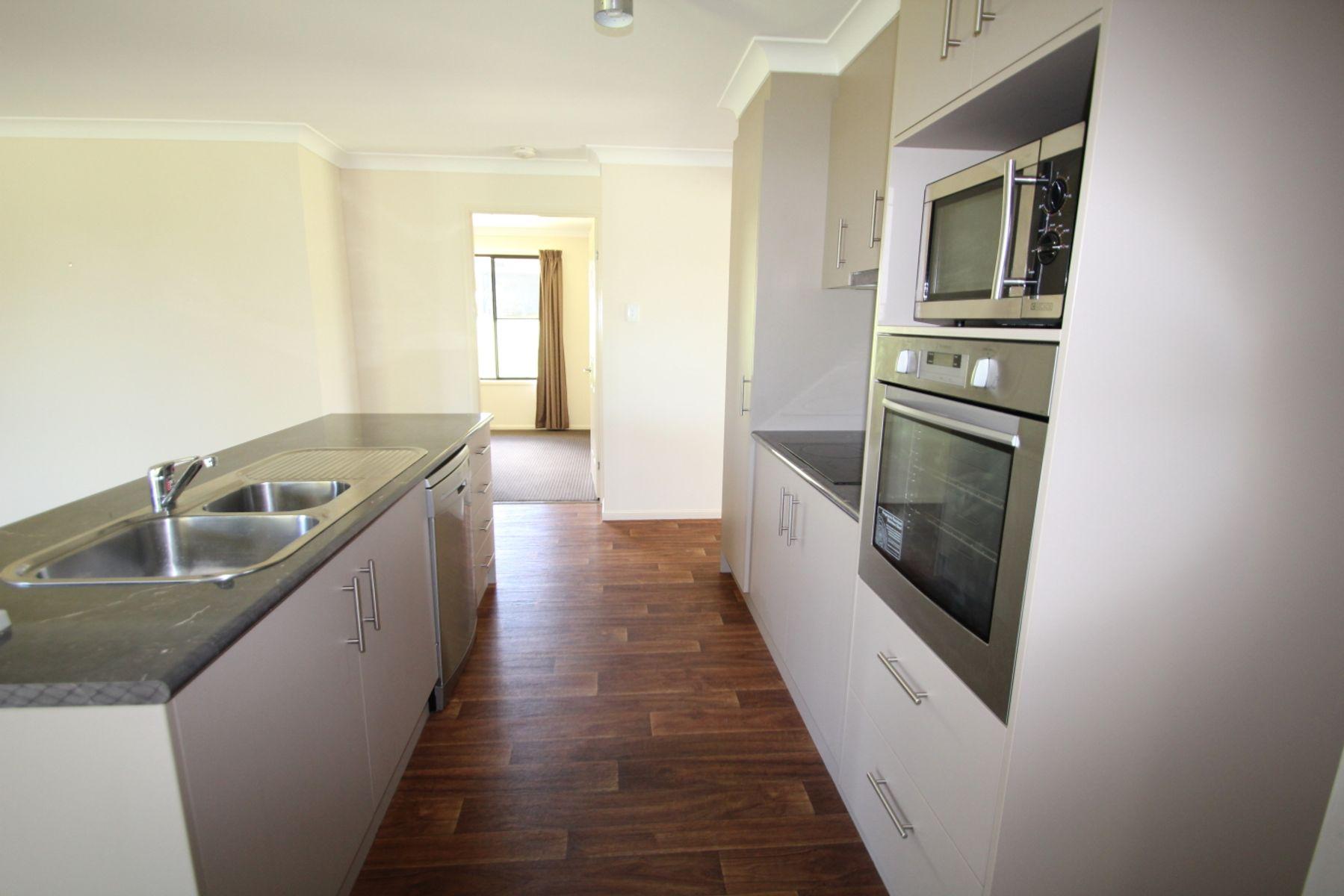 49 Riley Street, Tenterfield, NSW 2372