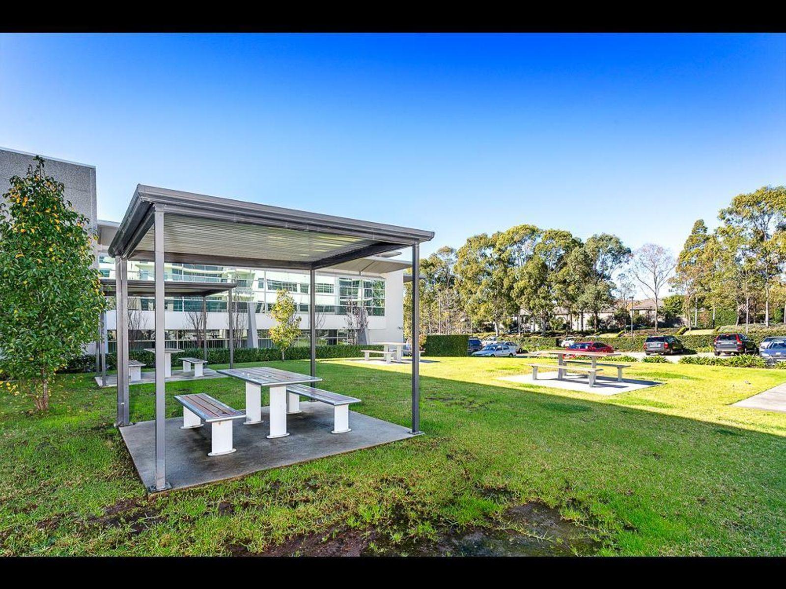 2 Solent Circuit, Baulkham Hills, NSW 2153