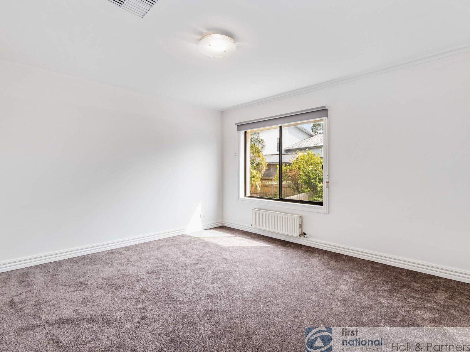 18 Cunningham Drive, Endeavour Hills, VIC 3802