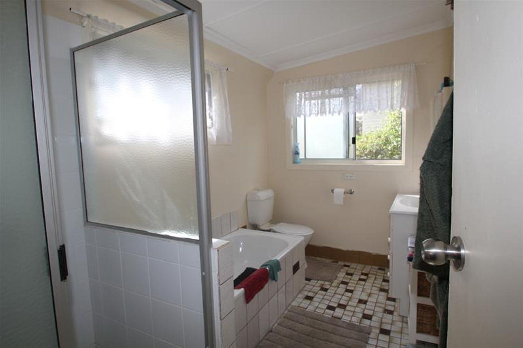 5 Erindee Avenue, Tenterfield, NSW 2372