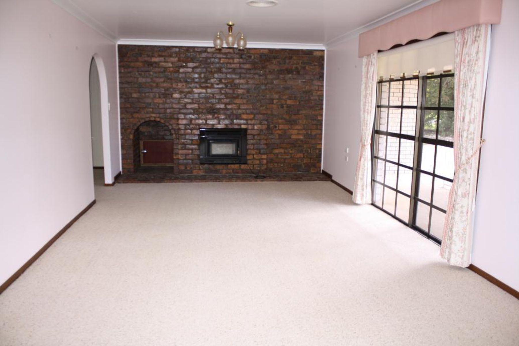 63 Duncan Street, Tenterfield, NSW 2372