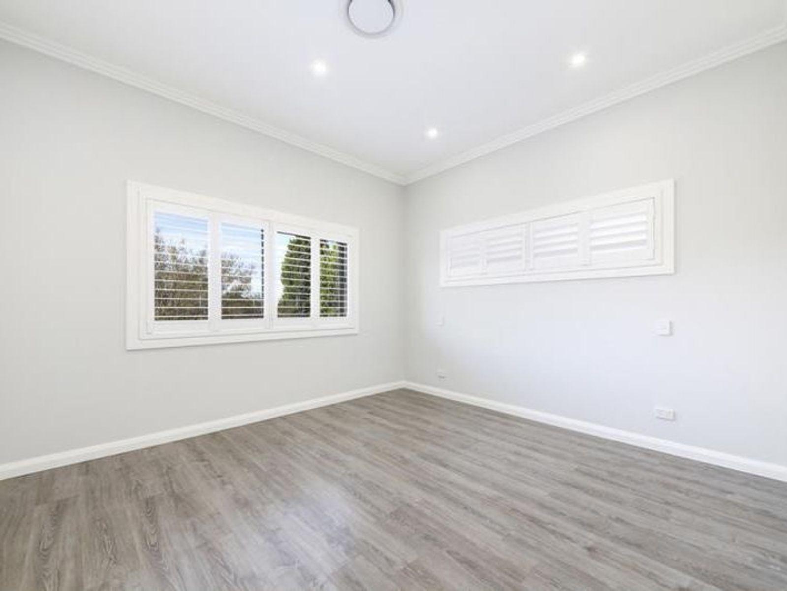 12A Hodgkinson Crescent, Panania, NSW 2213