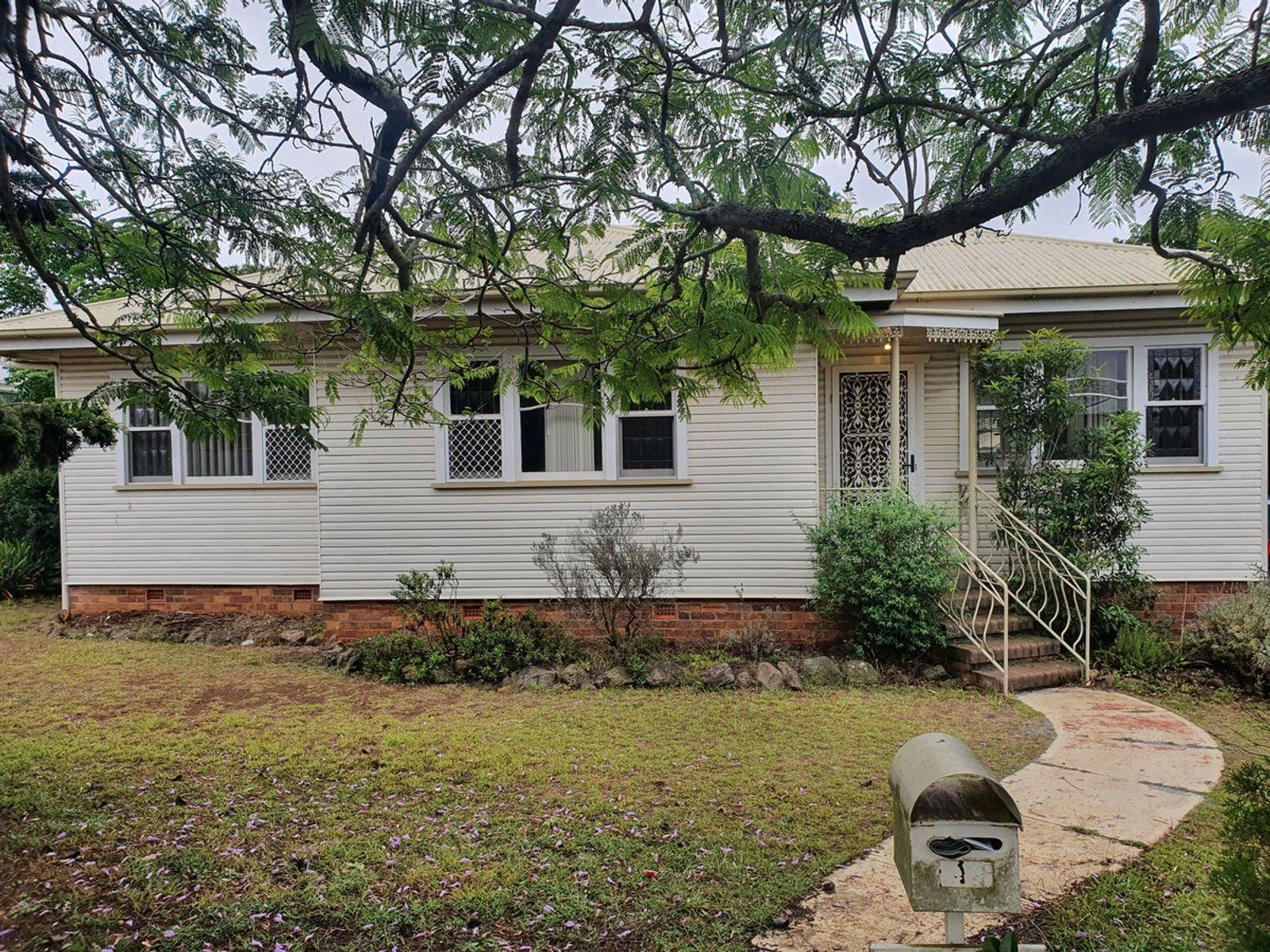11 Farquharson Street, Harristown, QLD 4350
