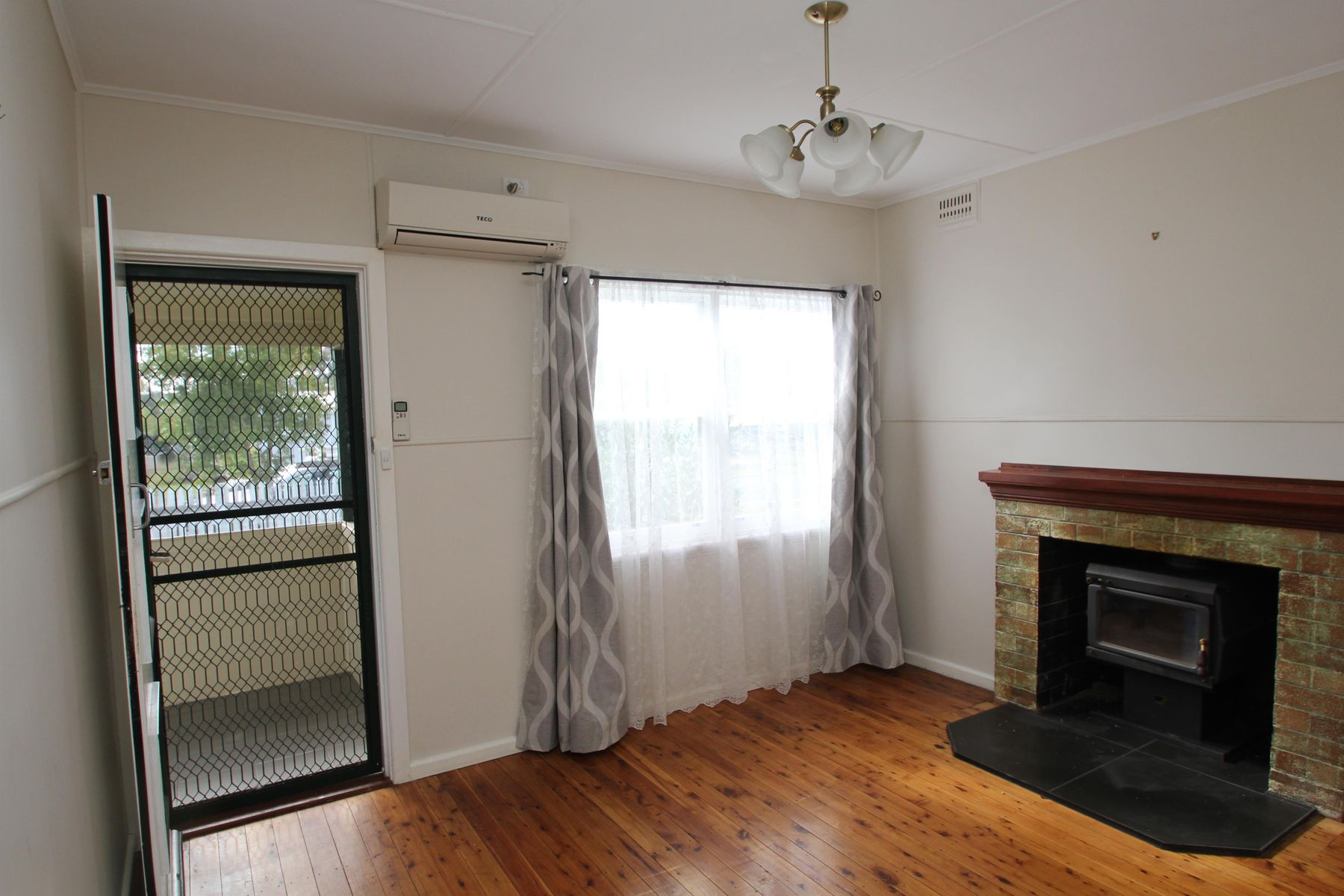 54 Pelham Street, Tenterfield, NSW 2372