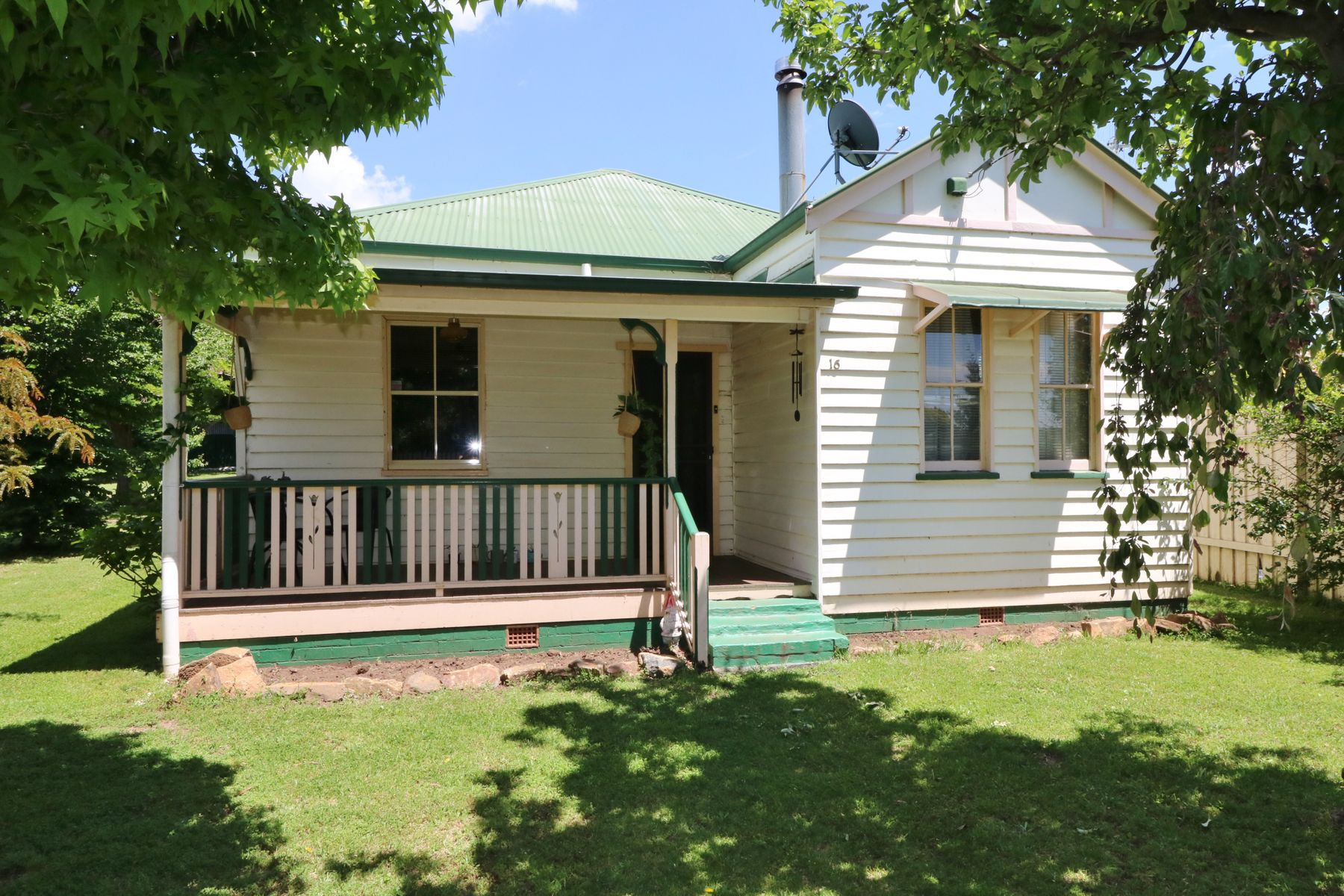 16 Healeys Lane, Glen Innes, NSW 2370