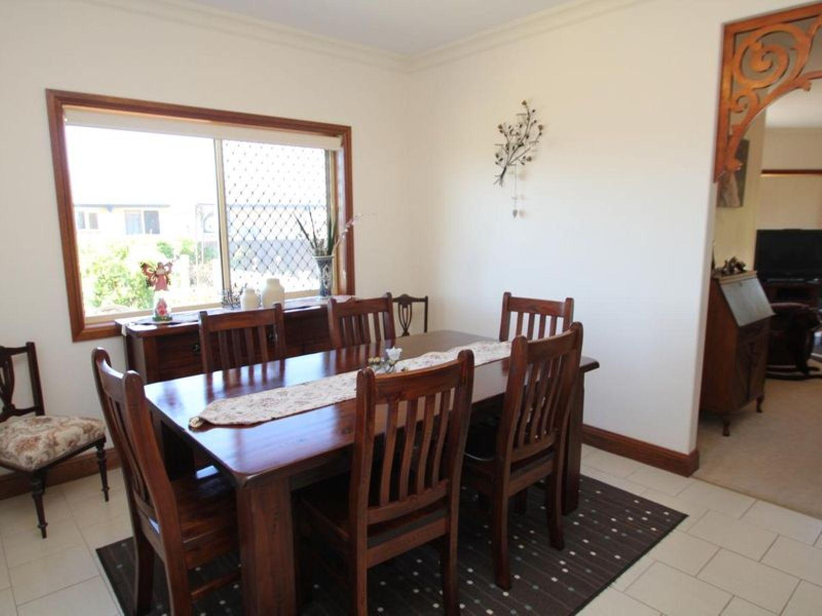 34 Parkes Drive, Tenterfield, NSW 2372