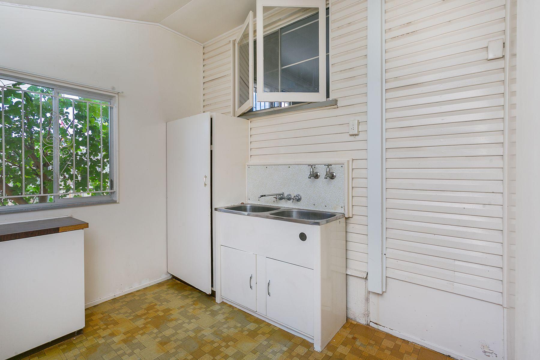 1A Alexandra Street, Booval, QLD 4304