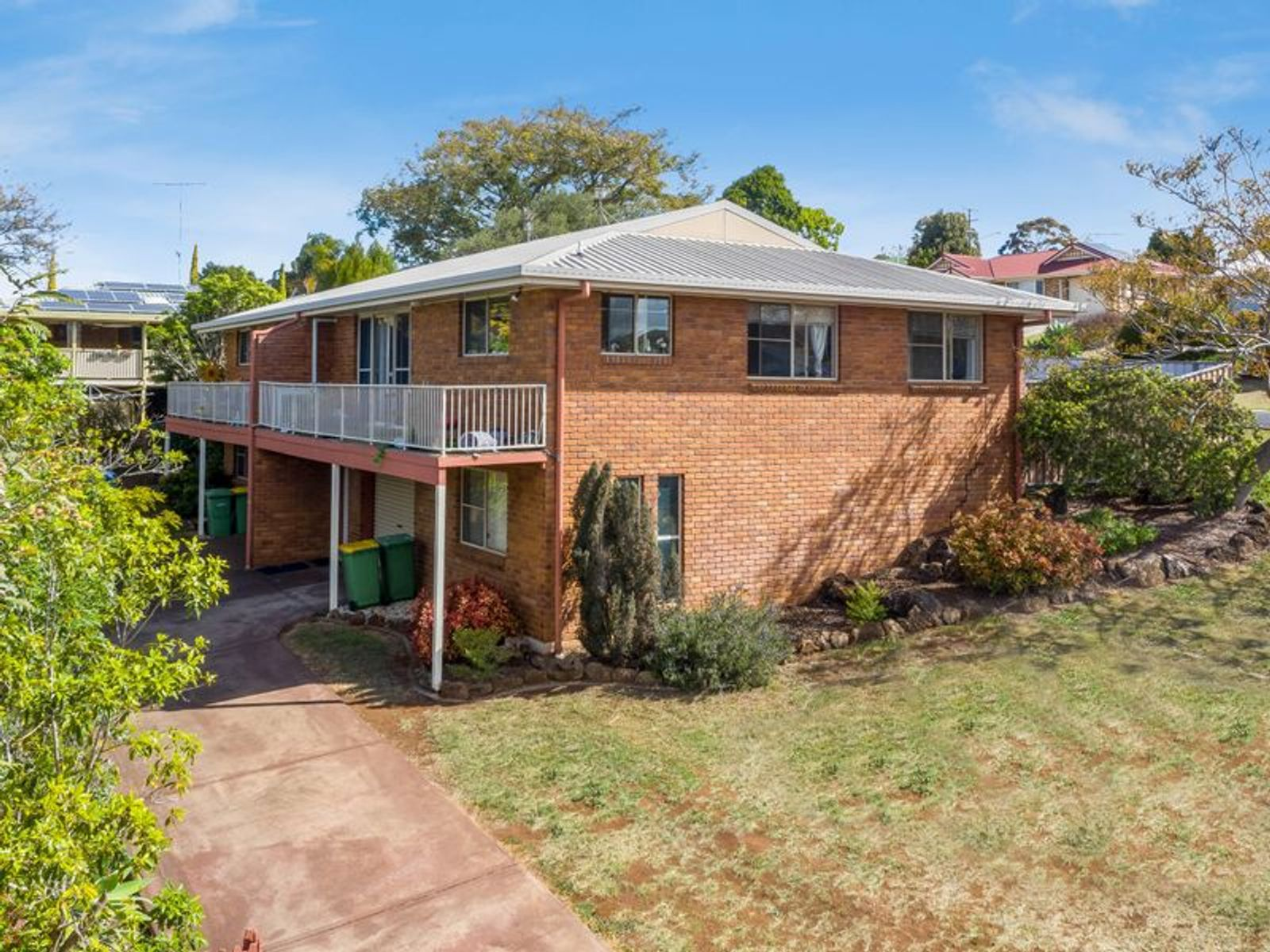 Unit 1& 2/18 Horrocks Crescent, Kearneys Spring, QLD 4350