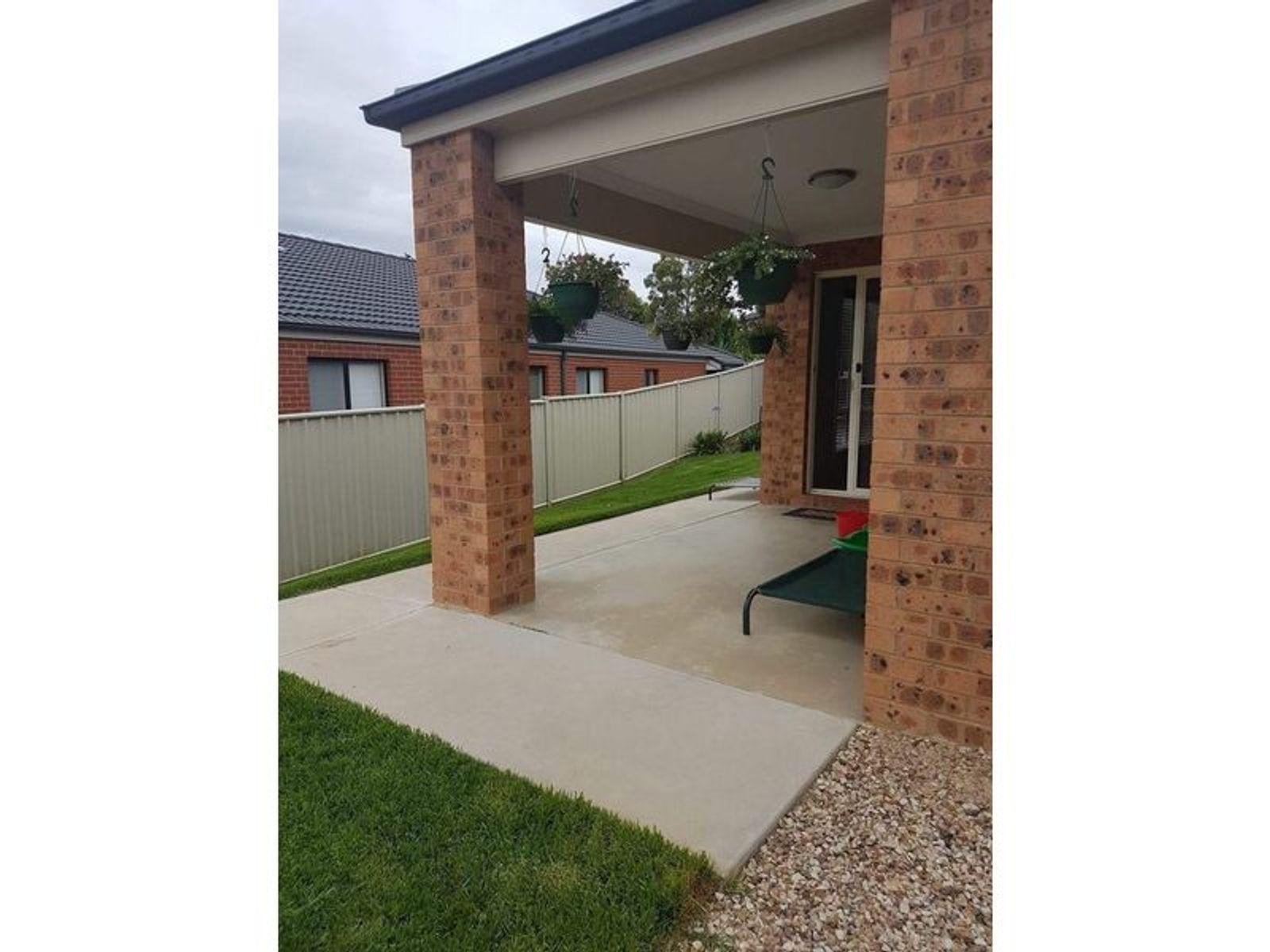 10 Irrabella Place, Kangaroo Flat, VIC 3555