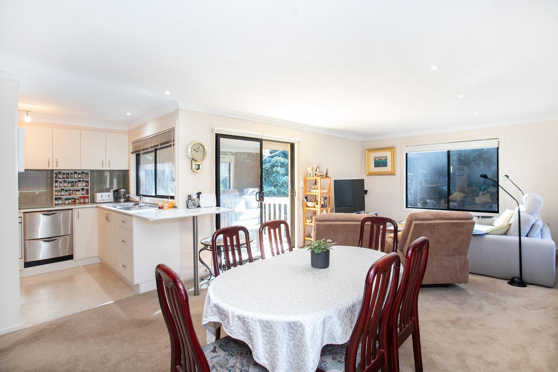 44 Karoola Crescent, Surfside, NSW 2536