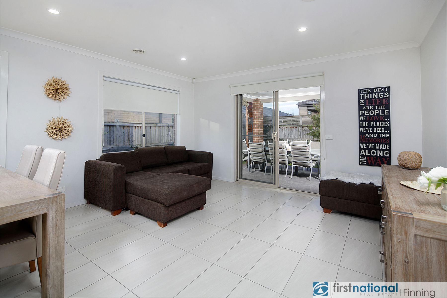 18 Brolin Terrace, Cranbourne North, VIC 3977