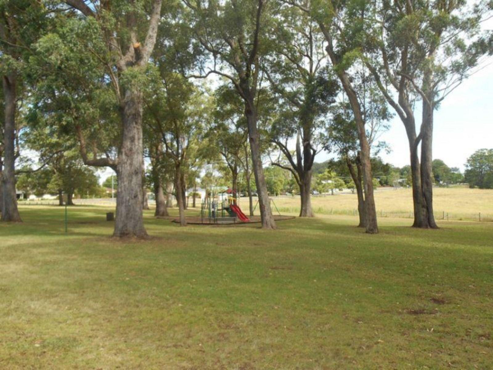 5 Kate Street, Mount Lofty, QLD 4350