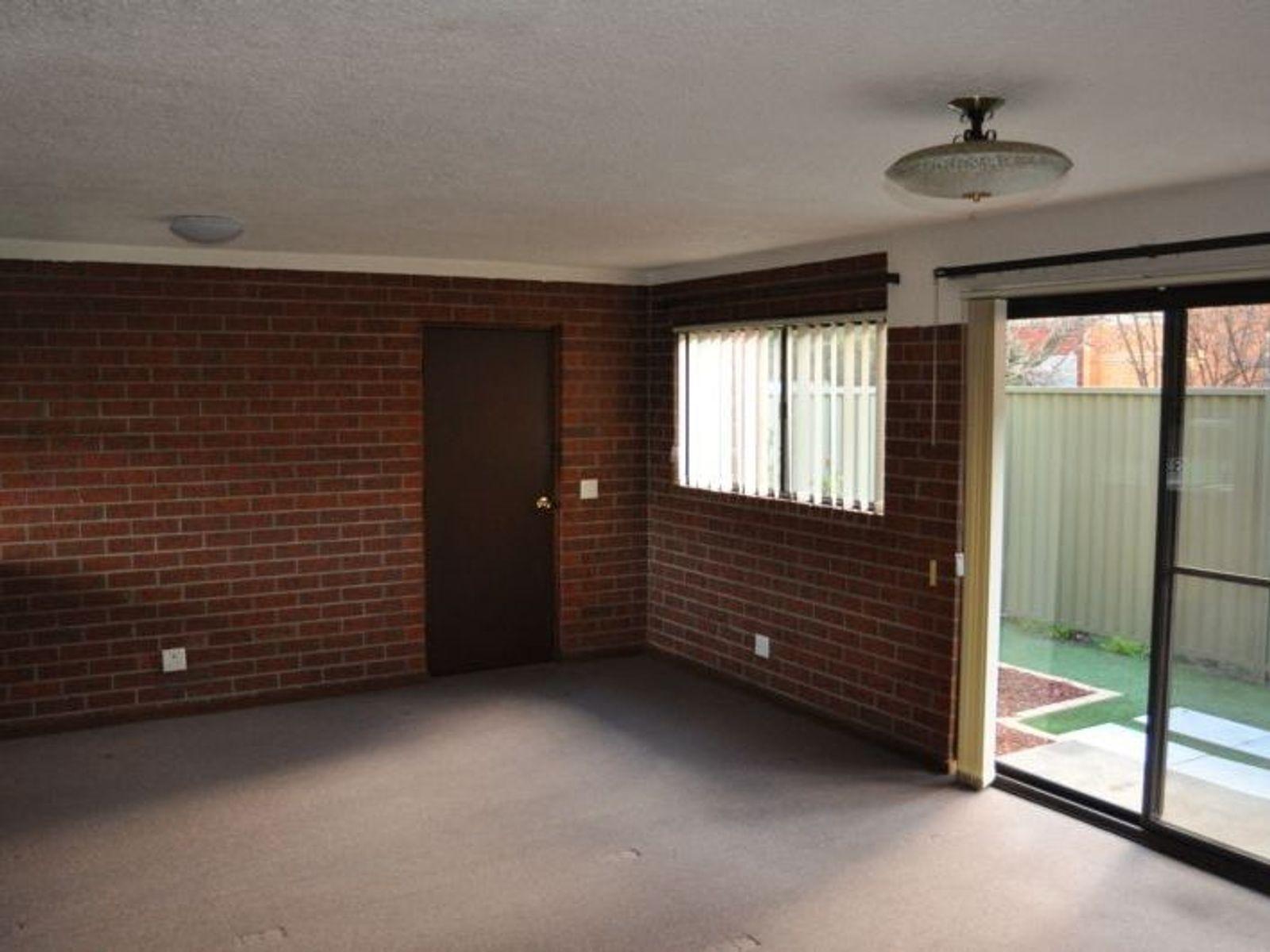 2/109 Lambert Street, Bathurst, NSW 2795