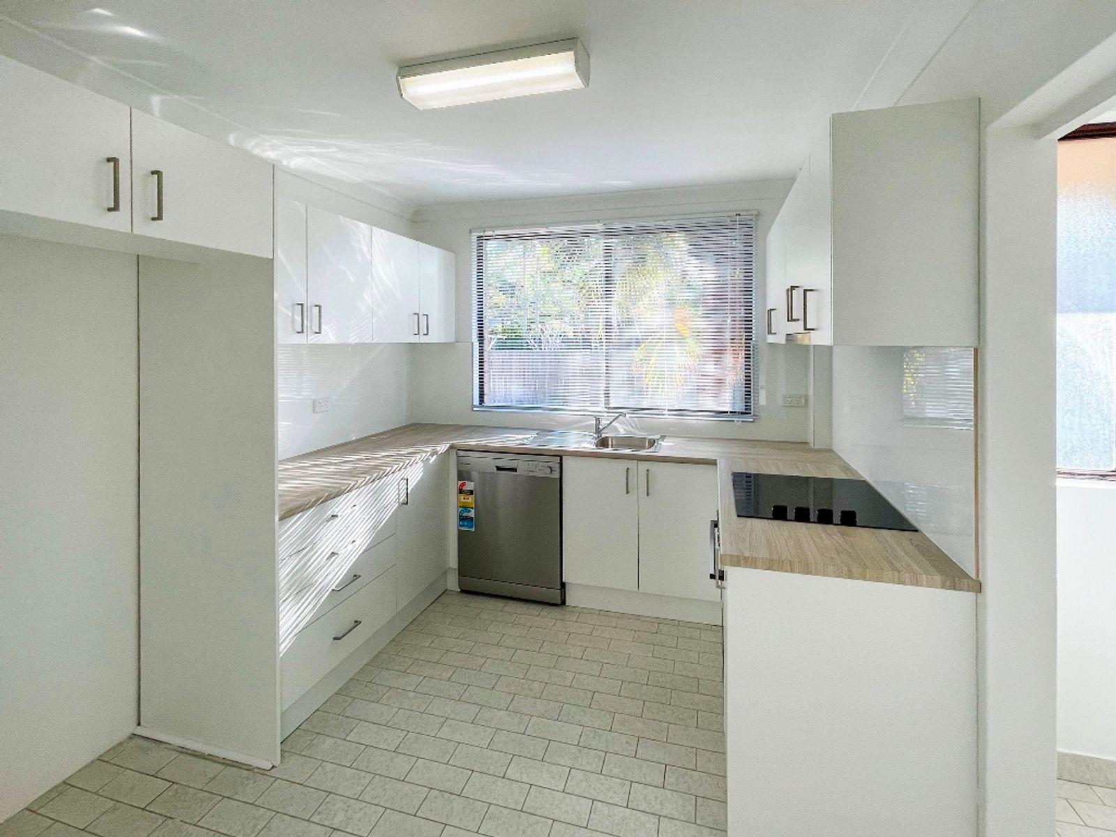 2/70 Mirreen Street, Hawks Nest, NSW 2324