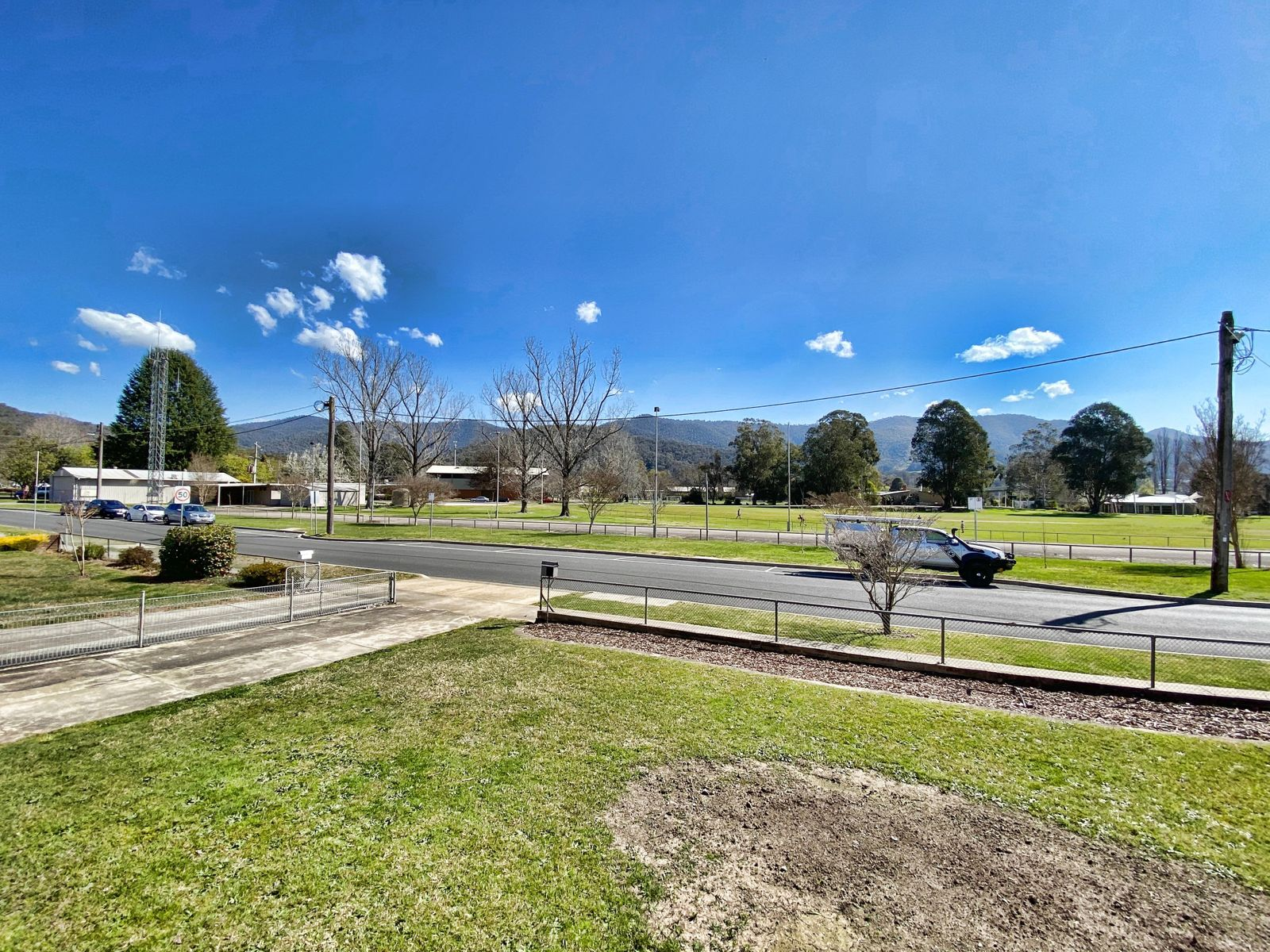 10 Lakeside Avenue, Mount Beauty, VIC 3699