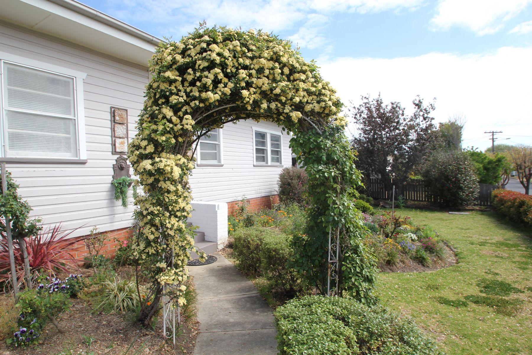 20 Duncan Street, Tenterfield, NSW 2372