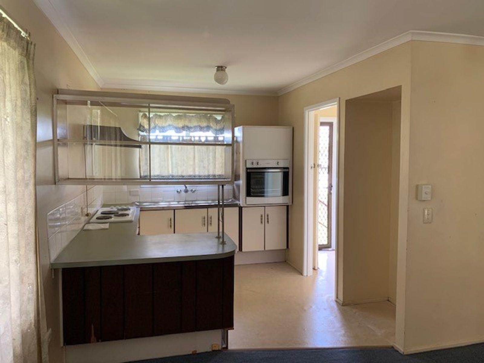 19 Rholanda Crescent, Springwood, QLD 4127