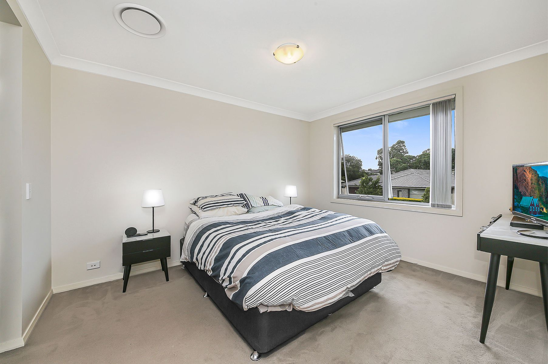 41 Sovereign Circuit, Glenfield, NSW 2167