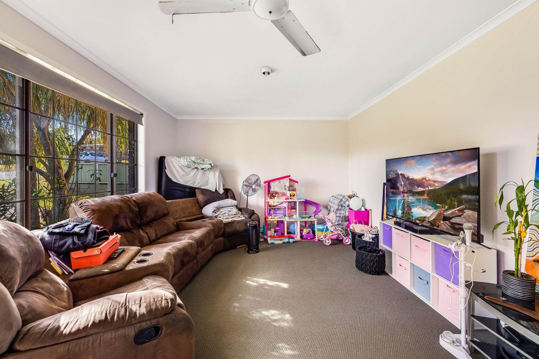 54 POINCIANA Street, Newtown, QLD 4350