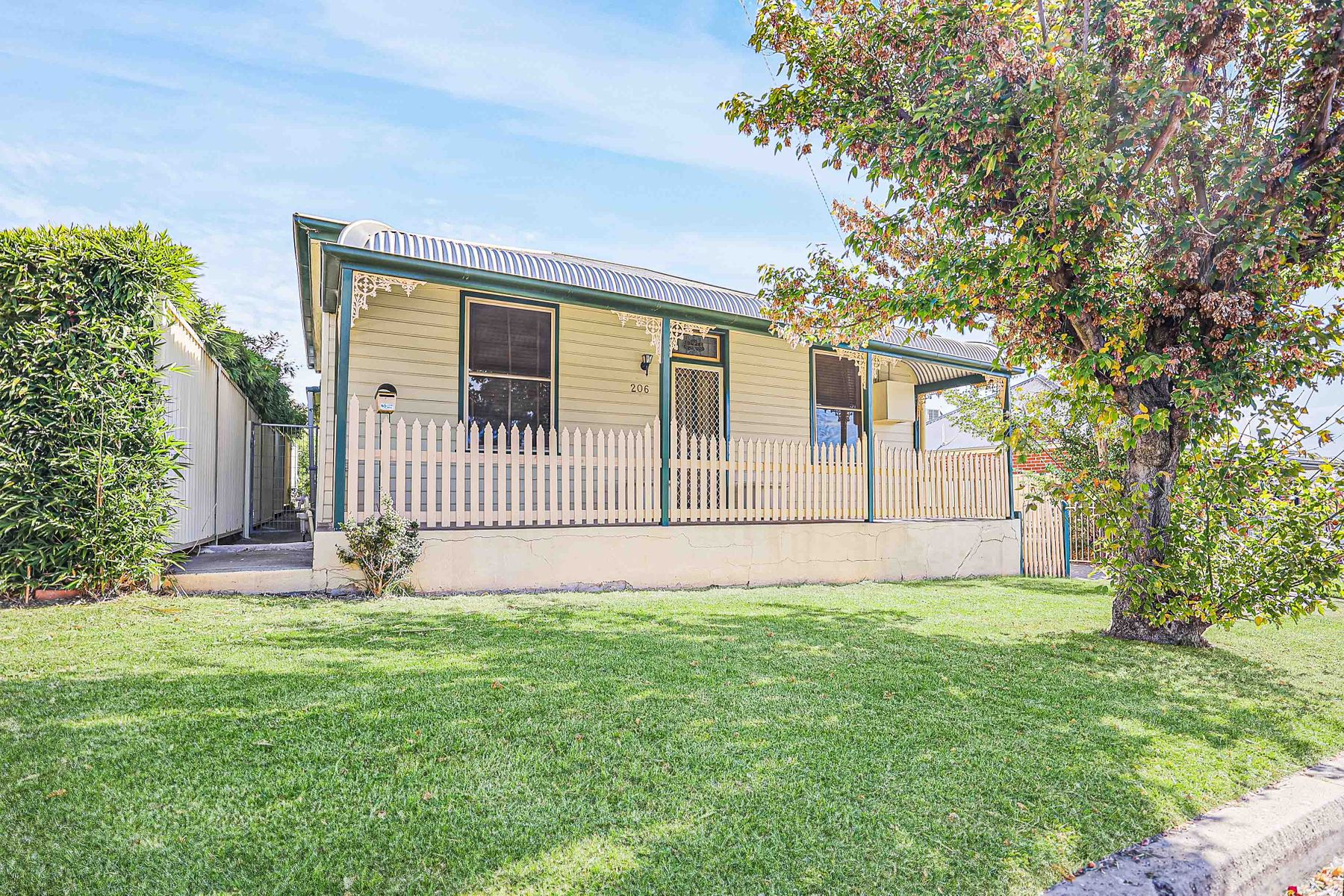 206 Rocket Street, Bathurst, NSW 2795