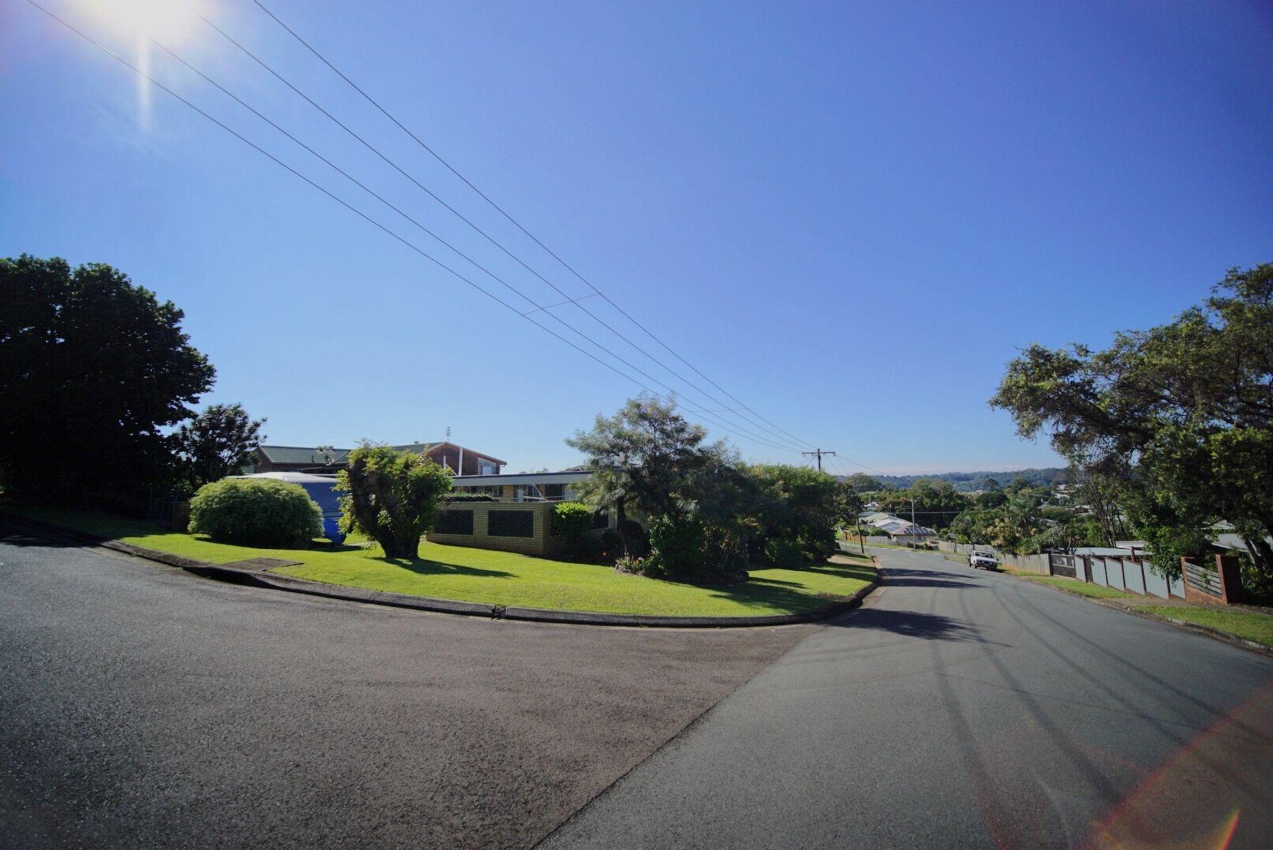 2 Bambaroo Close, Nambour, QLD 4560