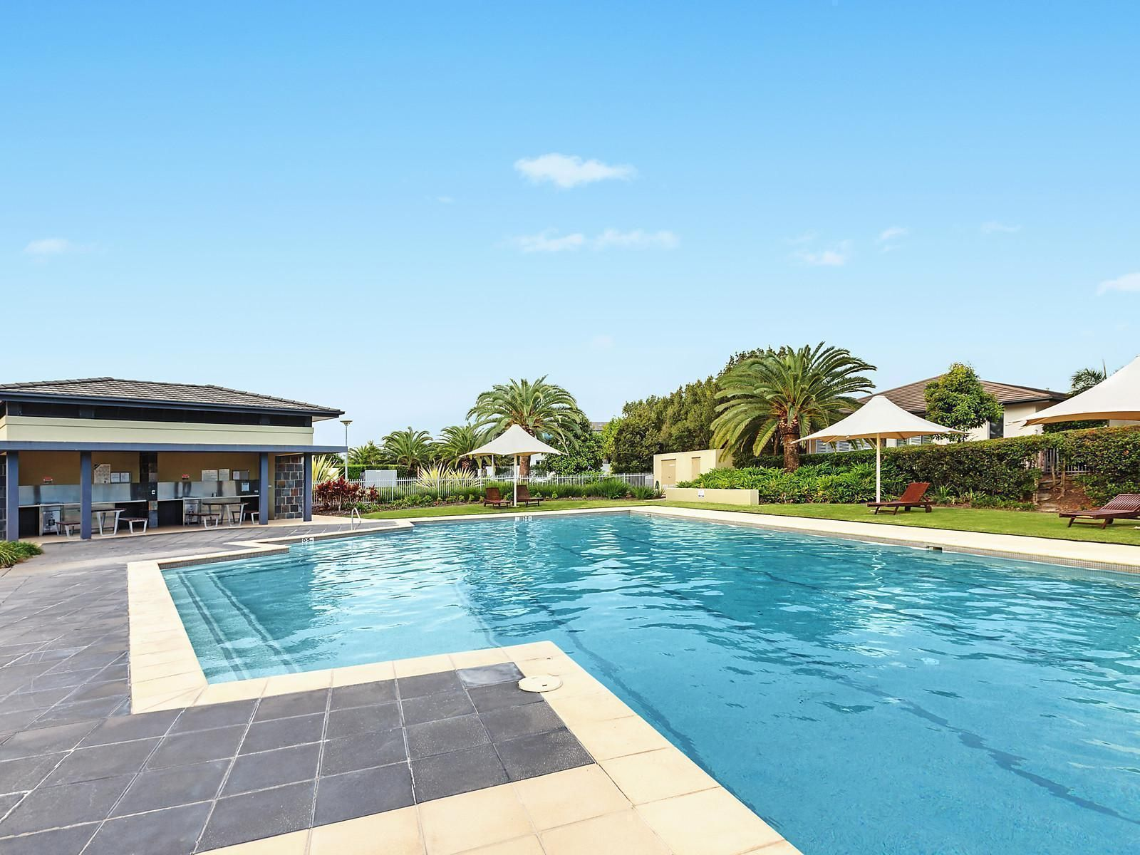 5233 Harbourview Drive, Hope Island, QLD 4212