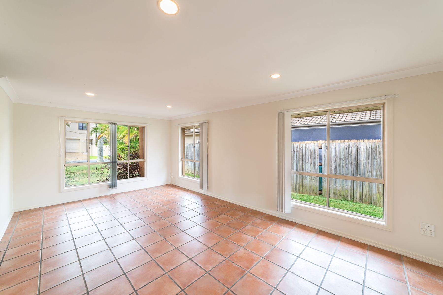 18 Ballybunyon Crescent, Hope Island, QLD 4212