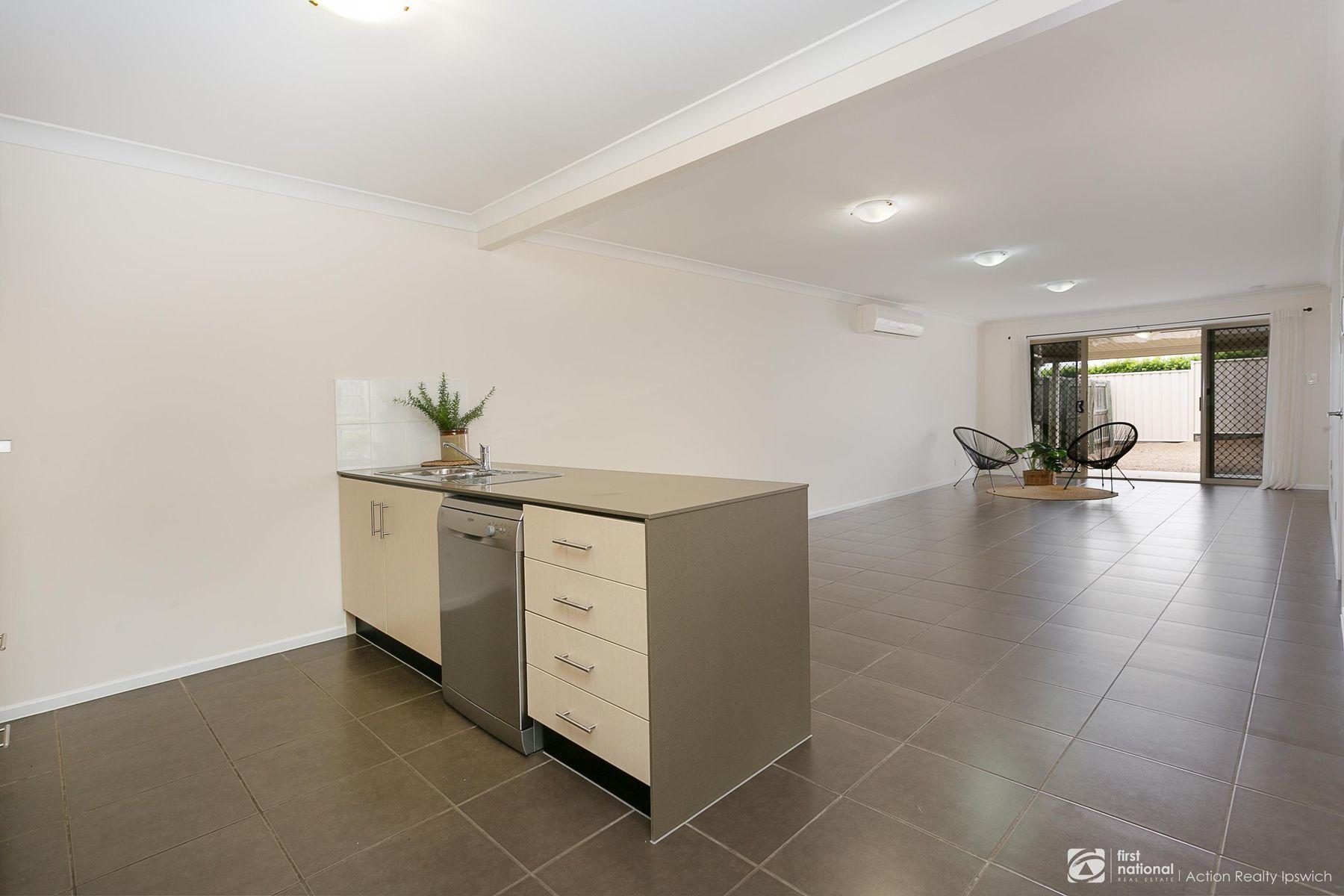 2/12 Lexington Street, Flinders View, QLD 4305
